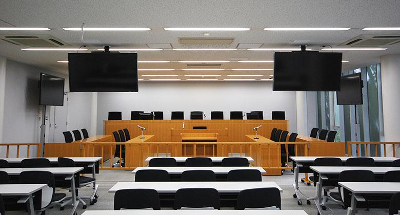 東京大学法学部 模擬法廷教室